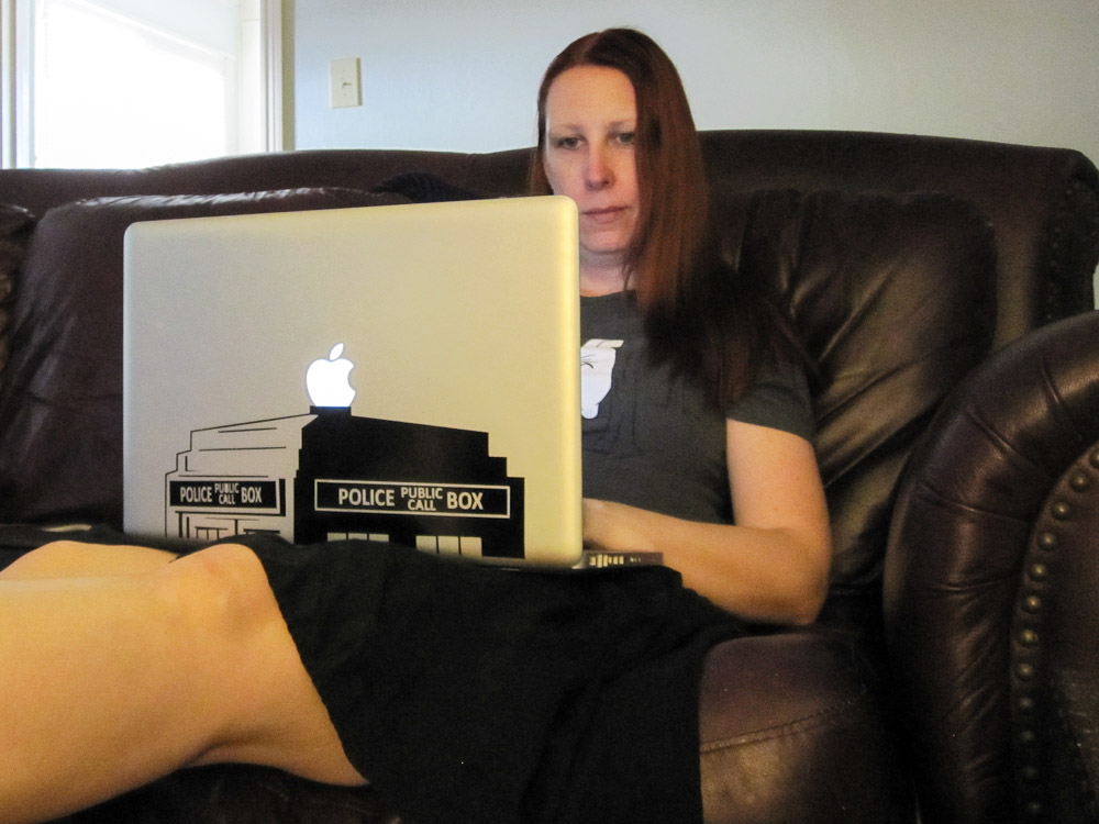 Shannon Blogging, or looking stupid on the couch with a laptop