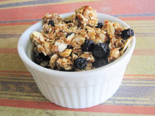 Homemade Granola with Dried Blueberries-2